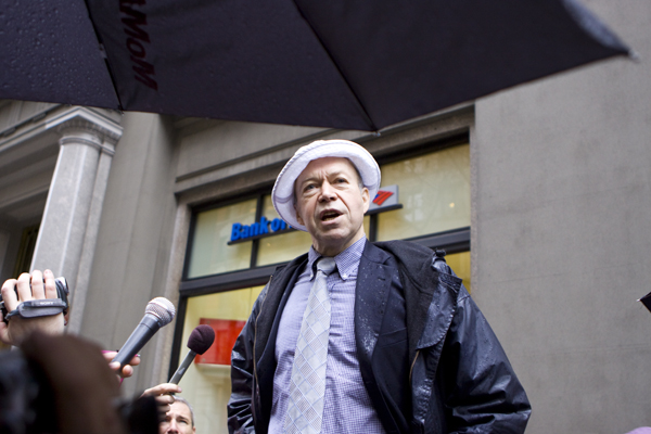 Scientist Jim Hansen speaks to crowd in front of Bankf of America - 5th Avenue and 15th, NYC.